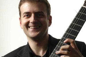 Горан Кривокапич - гитарист из Черногории, также играет на гитарах Андреаса Марви