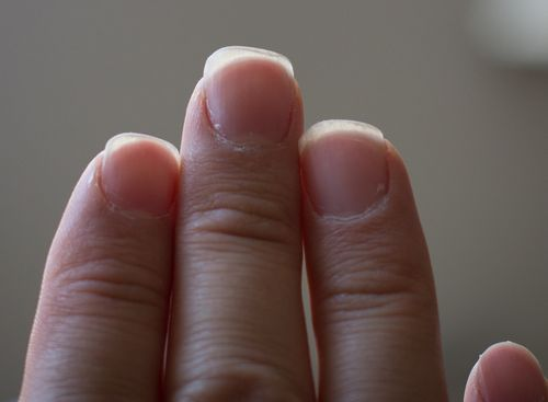 Заточка ногтей гитариста. После первичной обработки ногти принимают необычную форму.