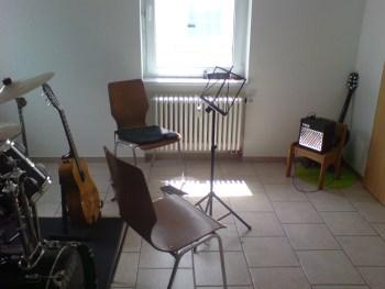 Гитара и электрогитара преподаются часто одним педагогом