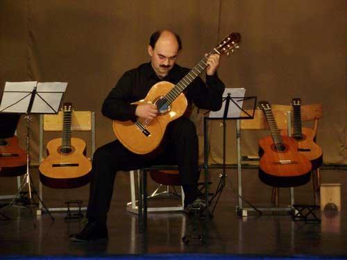 Андрей Остапенко за инструментом