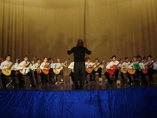 Выступление гитарного оркестра