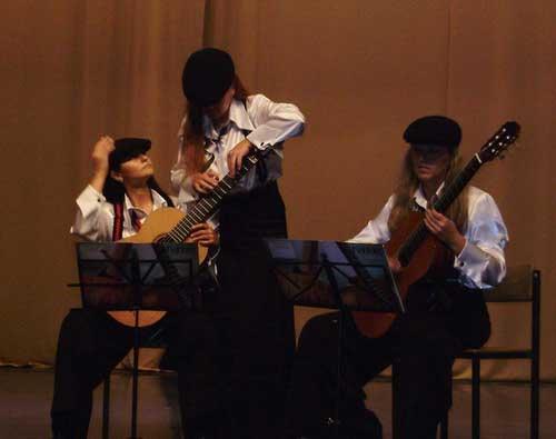 Стоячие гитаристы