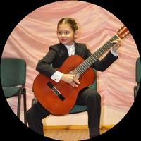 Гитаристка Надежда Корзун
