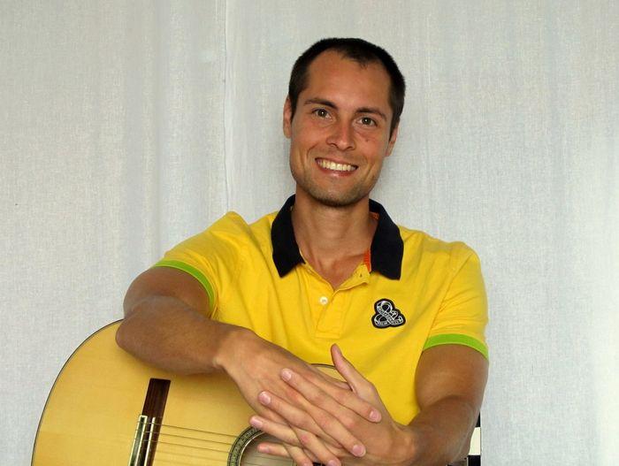 Максим Чигинцев - гитарист, аранжировщик, автор сайта видеоноты и уникальной системы преподавания средствами интернета