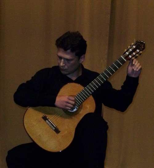 Олег Бойко за инструментом