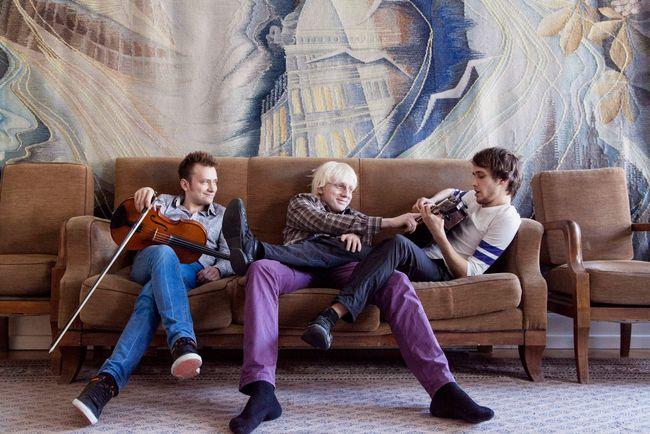 Илья Черноклинов (альт), Александр Ясинский (баян), Никита Крейн (гитара) - участники The Unlimited Trio