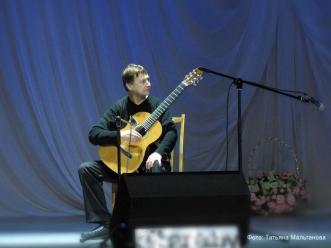 Гитарист Владимир Захаров