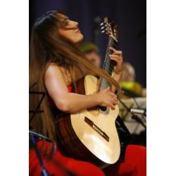 Гитаристка Юлия Лонская