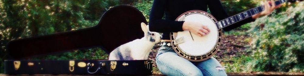 Кролик с банджо и девушка