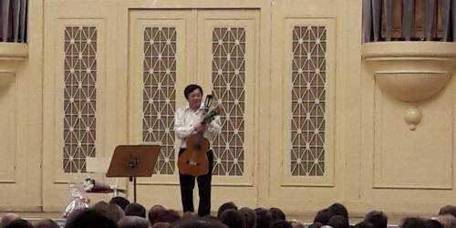 Легендарный исполнитель симфонической музыки на гитаре в большом зале Ленинградской филармонии