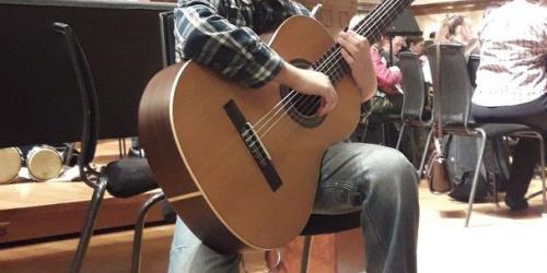 Гитарист Руслан Нуруллин в стенах концертного зала