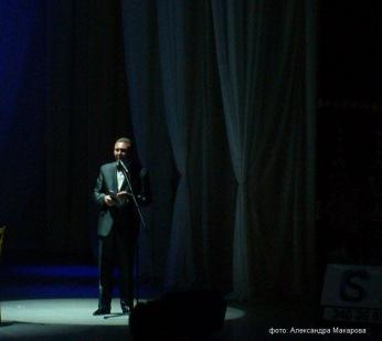 На сцене Олег Копенков