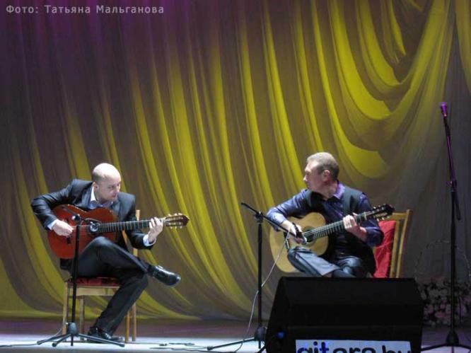 Дуэт гитаристов Андрей Войцеховский и Олег Копенков