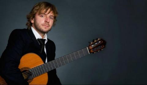 Польский классический гитарист Марчин Дылла