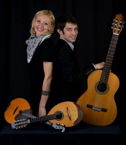 Наталья Корсак (мандолина, домра) и Маттиас Коллет (гитара, Франция)