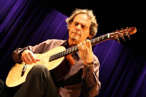 Выдающийся французский гитарист, композитор, аранжировщик и педагог Роланд Диенс