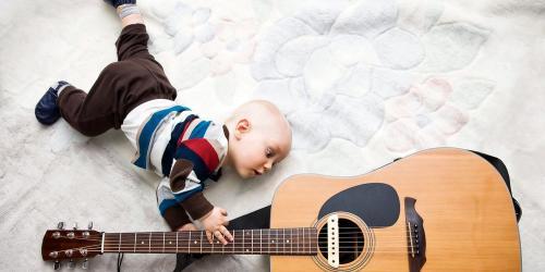 Со скольки лет можно начинать занятия на гитаре