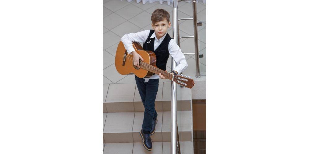 Участник конкурса Гитарная концентрация-6, гитарист Серафим Половинчук